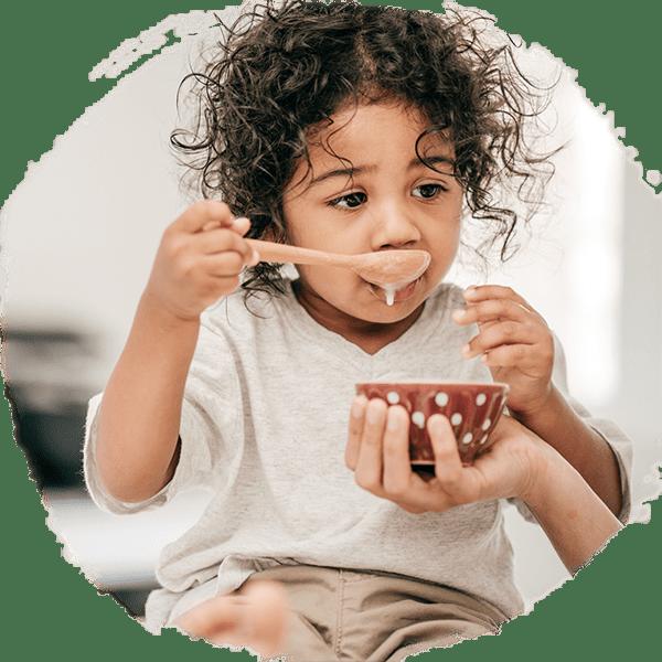 Dziewczynka jedząca zmiski